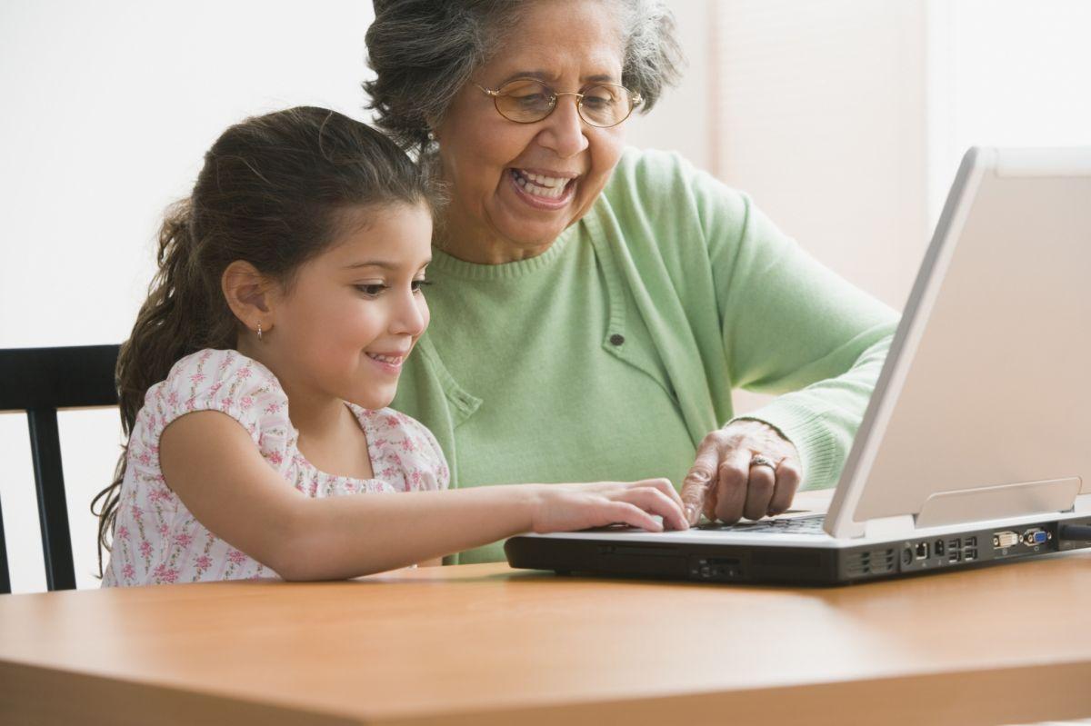 """Consejos para que las """"cyberabuelas"""" naveguen con seguridad en Internet"""