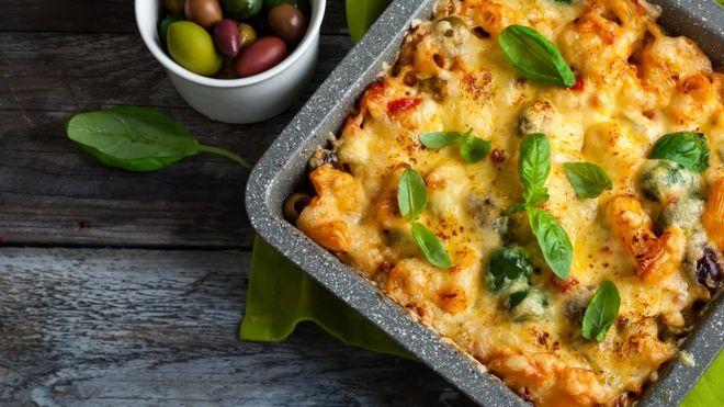 ¿De qué está hecho el queso vegano?