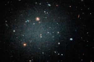 """La misteriosa """"galaxia fantasma"""" que puede no tener materia oscura"""