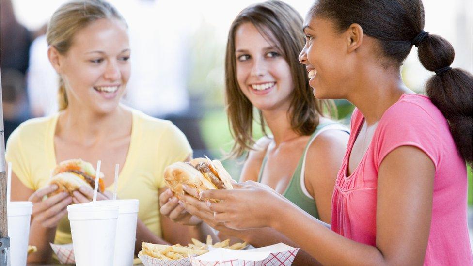 Qué son los ftalatos y por qué comer fuera puede exponerte a ellos