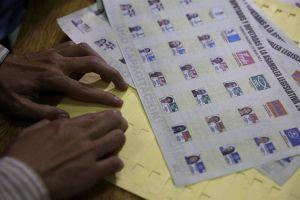 Salvadoreños salen a votar para eligir diputados y alcaldes