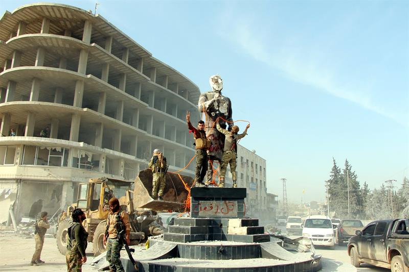 Fuerzas turcas toman el control de la ciudad siria de Afrín.