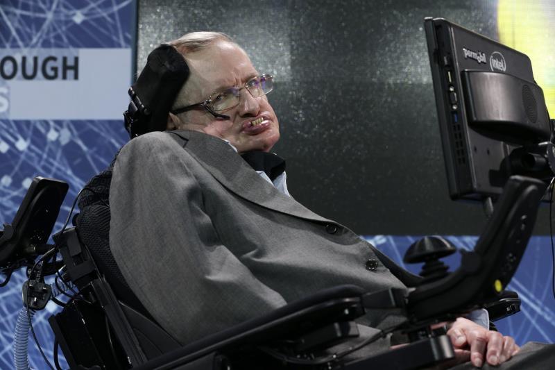 Hawking completó antes de morir un método para detectar universos paralelos.