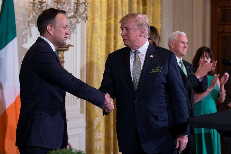Leo Varadkar, primer ministro de Irlanda, junto a Trump. EFE
