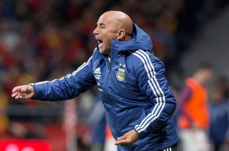 En el caos Valdano respalda a Sampaoli y deja limpios a Higuaín y Messi