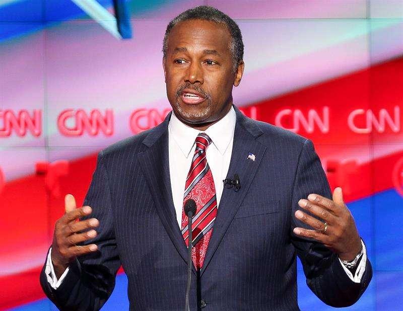 Carson es señalado por un gasto excesivo en muebles.