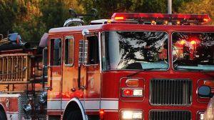 Avión que se acercaba a LAX arroja combustible sobre escuela primaria de Cudahy
