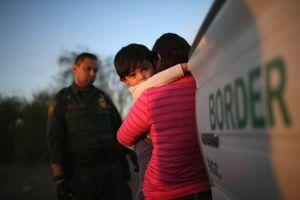 """Trump culpa a Obama de la separación de familias en las fronteras: """"Yo las reuní"""""""