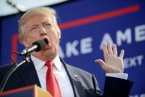 Trump mejora en las encuestas pese a tormenta política en su administración