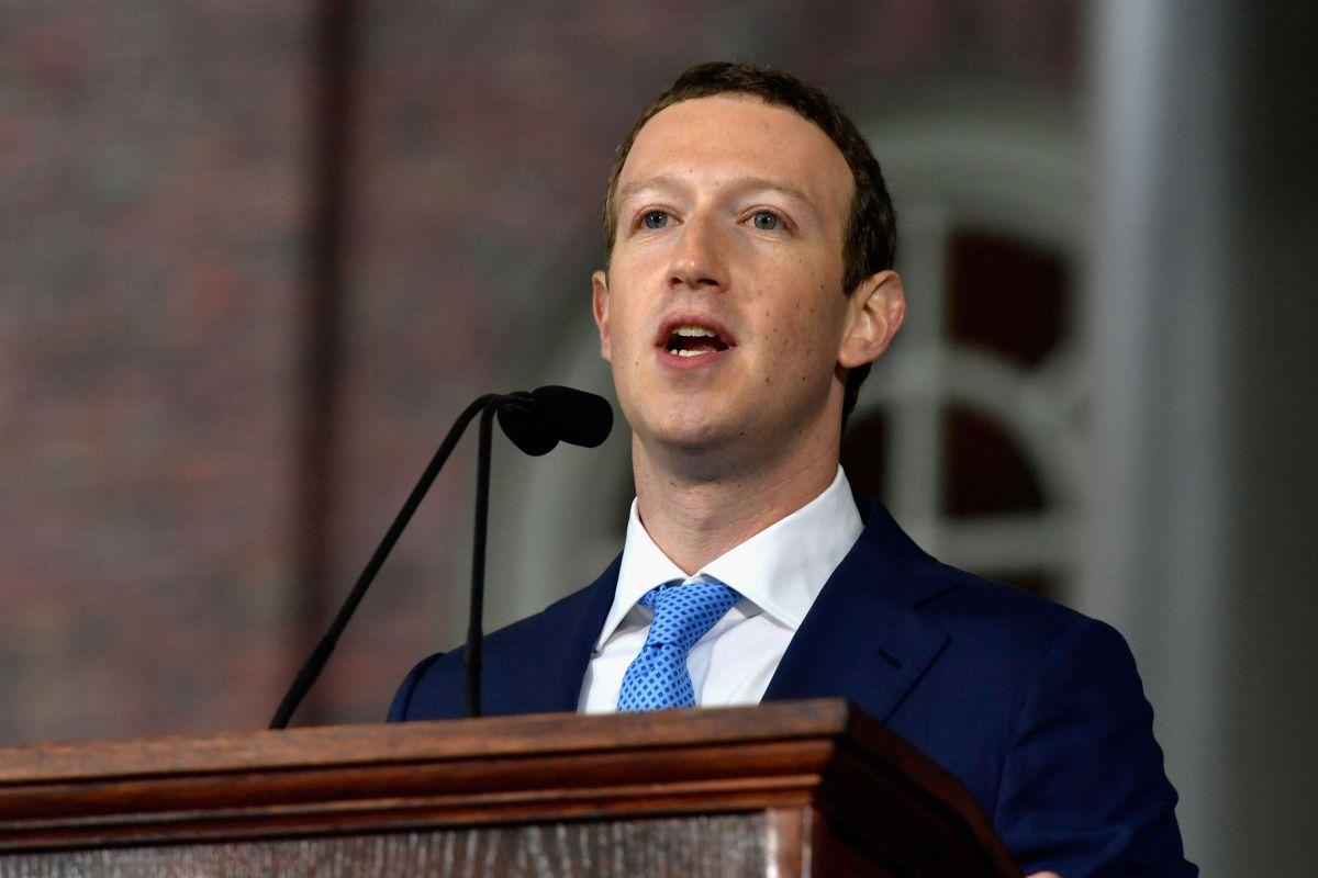 Activistas instan a Facebook reducir la brecha entre el inglés y el español en la plataforma