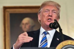 """Trump urge  """"opción nuclear"""" para adoptar leyes más duras contra inmigrantes"""