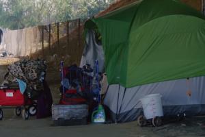 Los habitantes de L.A. aceptarían viviendas para personas sin hogar en sus vecindarios, según encuesta