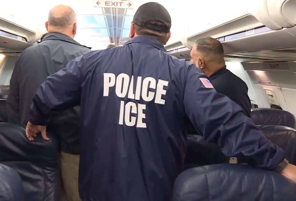 Los operativos de ICE en la era de Trump preocupan a indocumentados.