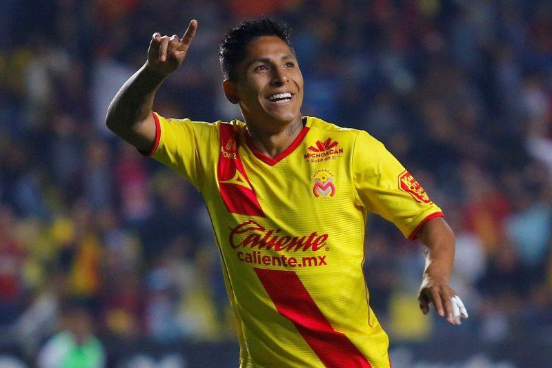 El peruano Raúl Ruidiaz tiene un muy buen año con Monarcas Morelia en el fútbol mexicano. (Foto: Imago7/Ismael Arroyo)