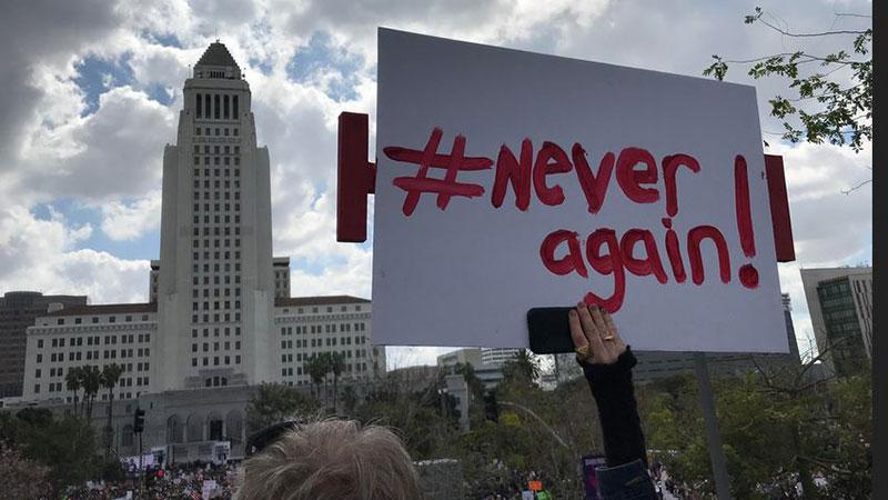 Miles de personas marchan en California a favor del control de armas