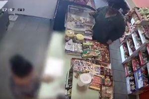 Buscan a mujer que ha robado negocios de South Los Ángeles a punta de pistola
