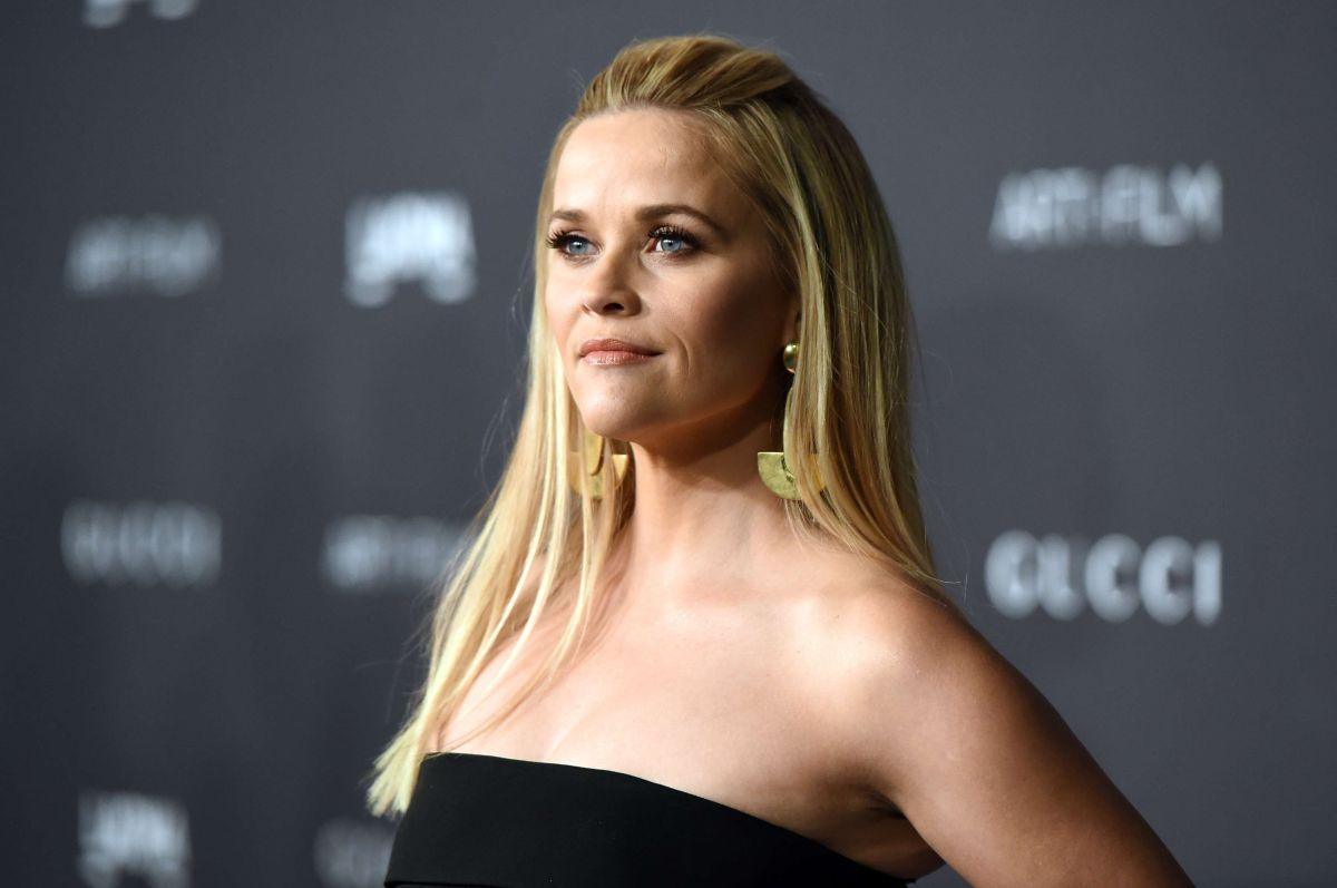 """¿Lista para 'inclinar y posar'? Reese Witherspoon reune al reparto de """"Legalmente Rubia"""" por una buena causa"""