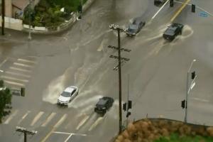 Un río atmósferico obliga a evacuar zonas de los condados de Santa Bárbara, Ventura y Los Ángeles