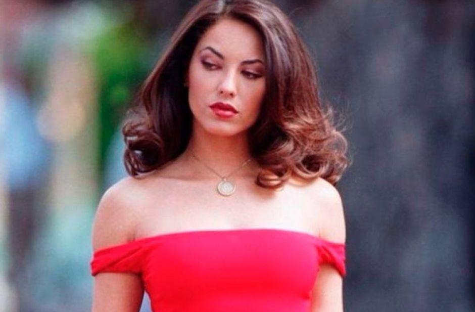 Foto: Bárbara Mori impacta a fans en vestido rojo con transparencias