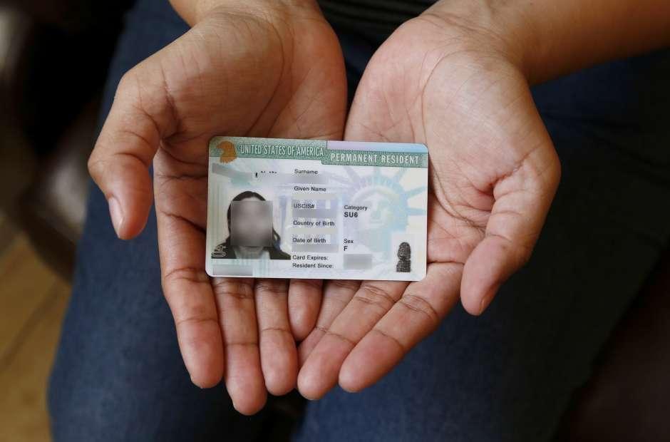 Los demandantes acusan a USCIS de dejarlos en el limbo migratorio haciendo sus vidas muy difíciles