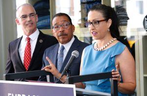 Mujeres empleadas por la Ciudad de Los Ángeles: pocas y mal pagadas