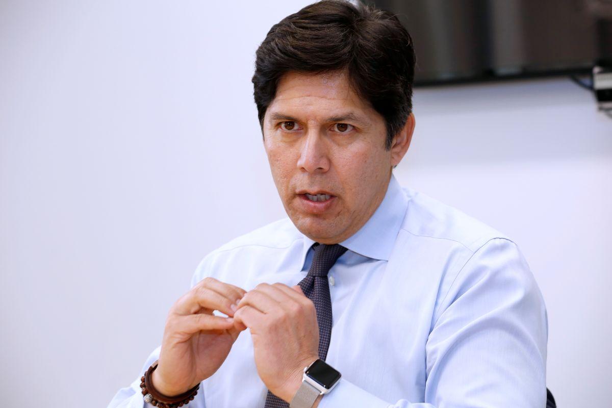Editorial: La Opinión recomienda a Kevin de León para Concejal de Los Ángeles