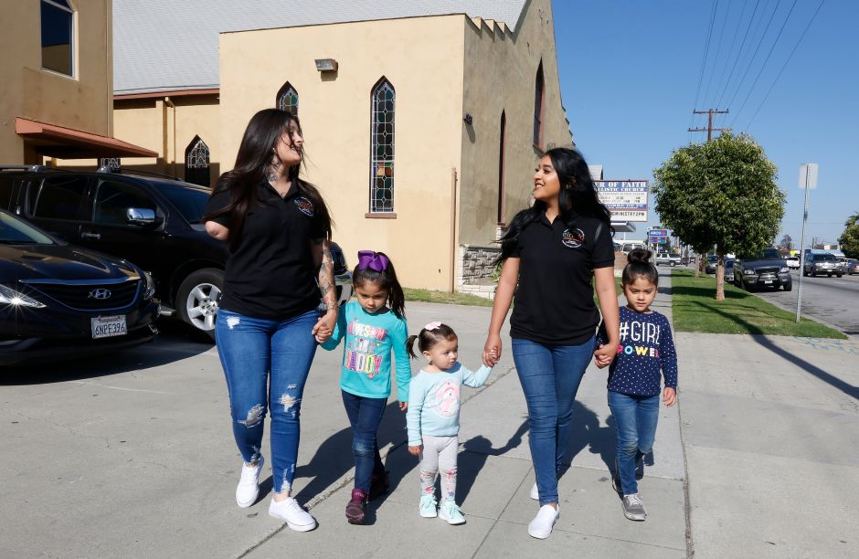 Madres jóvenes reciben motivación en 'El Nido'