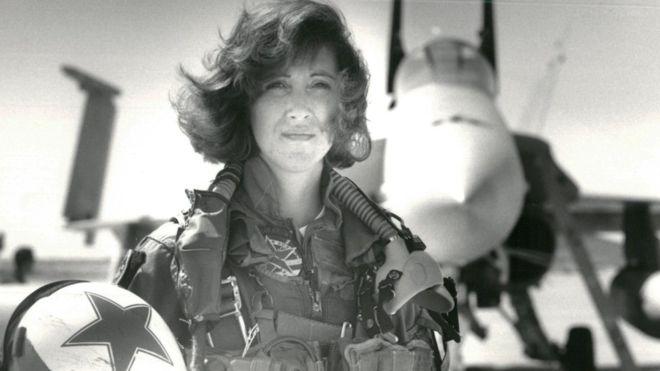 Tammie Jo Shults: la piloto que aterrizó el avión de Southwest aunque un motor estalló en vuelo