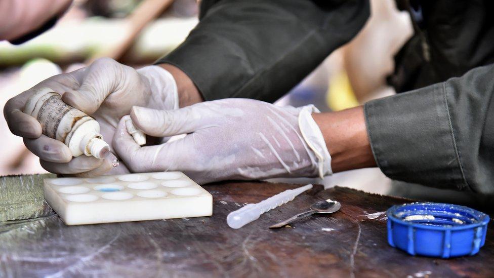 """""""Son mafiosos que no parecen mafiosos"""": los narcos que controlan la cocaína de Colombia"""