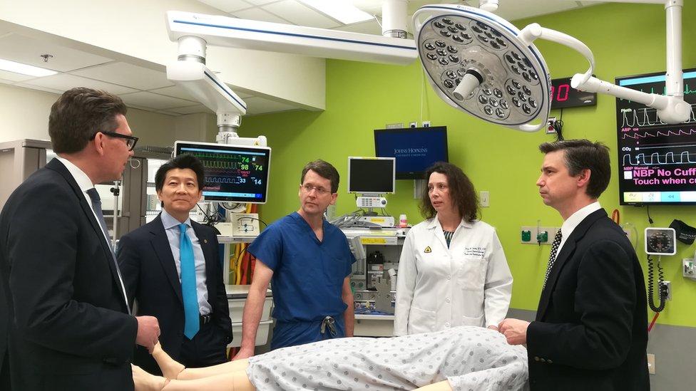 Exsoldado estadounidense recibe el primer trasplante de pene y escroto