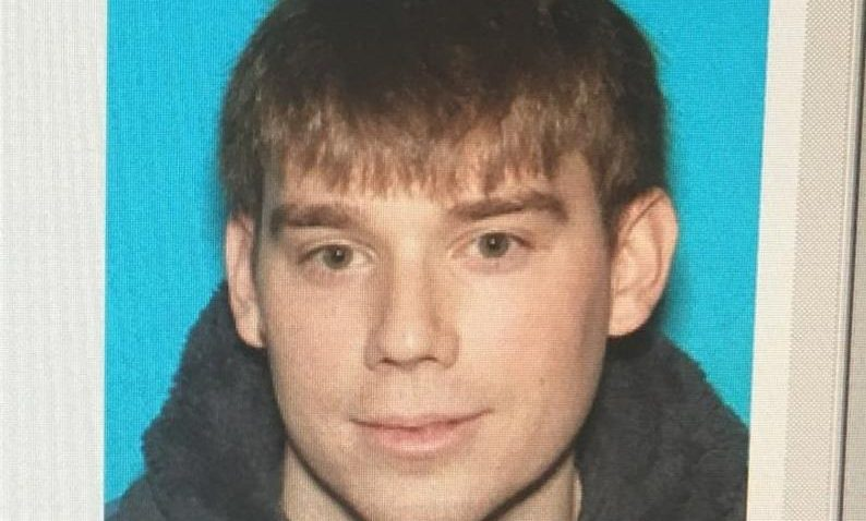 La policía identificó al hombre como dly shows Travis Reinking/ EFE
