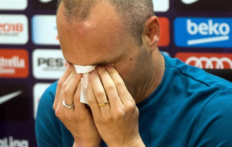 VIDEO: Andrés Iniesta anuncia que dejará al Barcelona y rompe en llanto