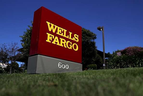 Una anciana acusa a Wells Fargo de discriminación