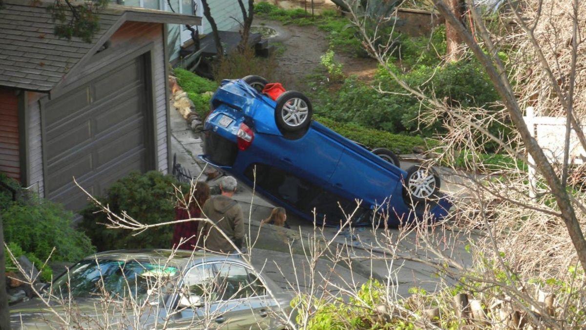 Los accidentes son frecuentes en la tercera calle más empinada de L.A… ¿Culpa de las apps de navegación?