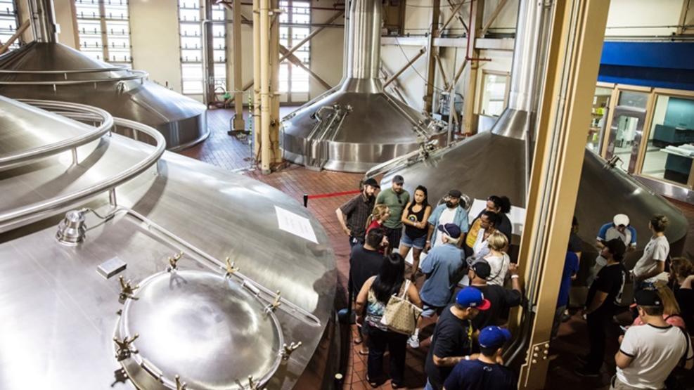 La fábrica de cerveza Budweiser de L.A. reabre sus puertas al público