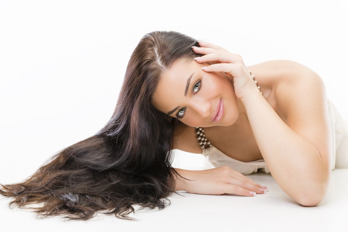 La novia debe empezar a cuidar su cabello de manera especial de entre 6 a 12 meses antes de la fecha de la boda.