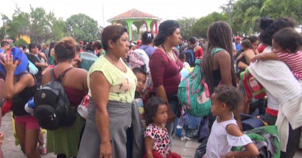 Guatemala pone freno a hondureños de caravana migrante que va a EEUU