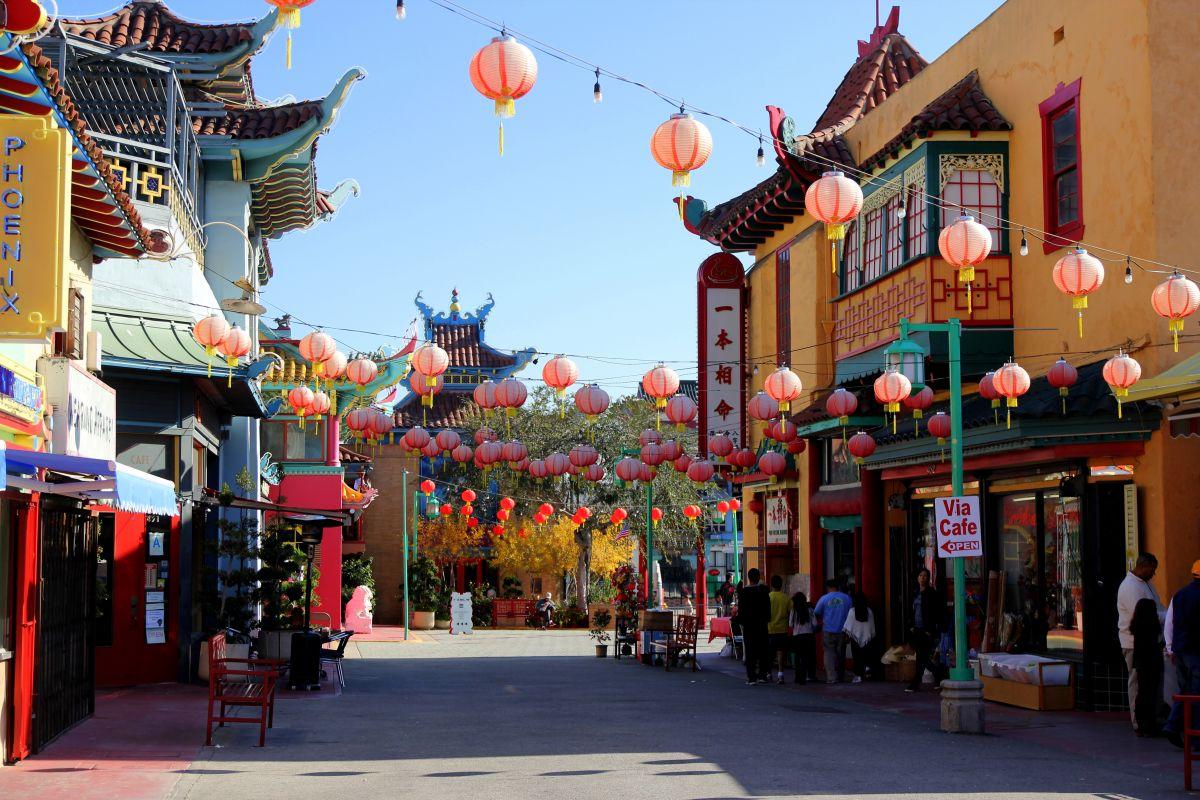 Cercana al 80 aniversario, Chinatown celebra negocios nuevos e históricos