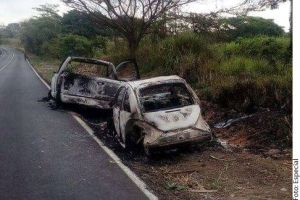 Desparecen de seis estudiantes en Oaxaca, hallan sus autos calcinados
