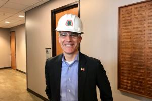 El importante viaje a Iowa de Eric Garcetti, candidato presidencial