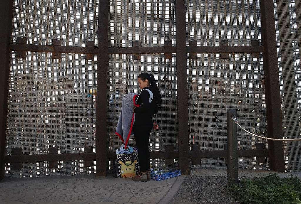 Para las familias que esperan del lado mexicano, CBP está dando pocas explicaciones de por qué no procesan a más solicitantes de asilo.