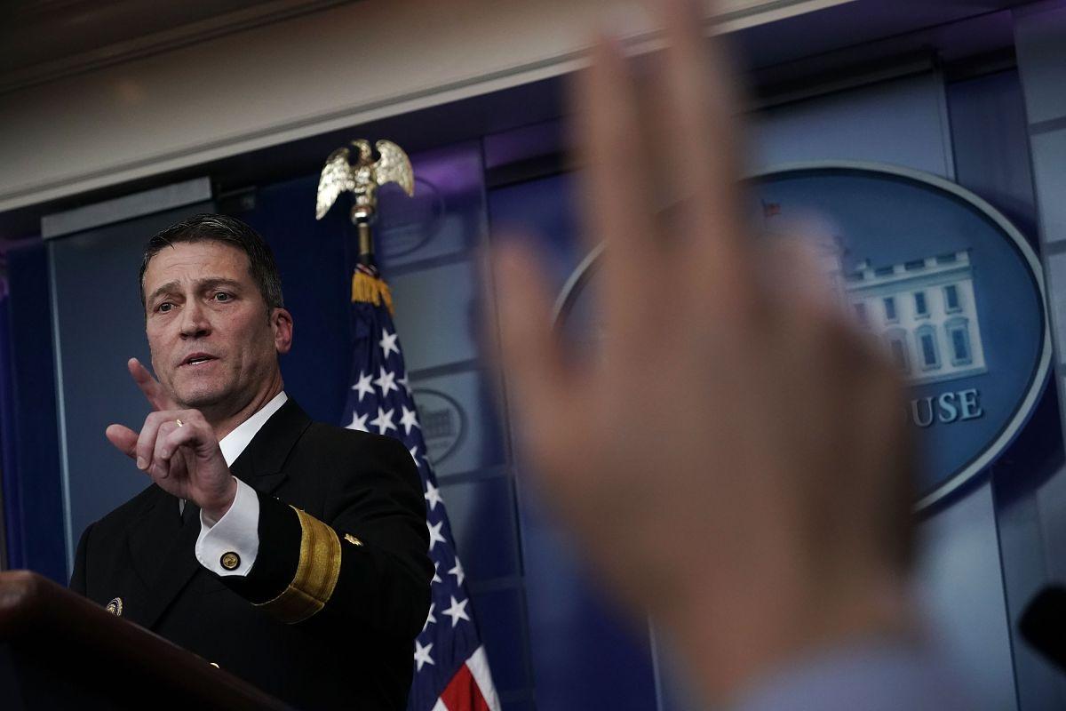 Médico personal de Trump sale de la Casa Blanca tras escándalo por recetar opioides en exceso