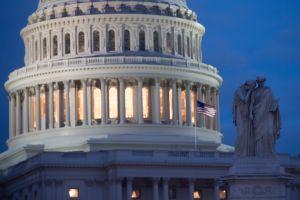Candidatos demócratas sobreviven para luchar por puestos republicanos del Congreso en noviembre