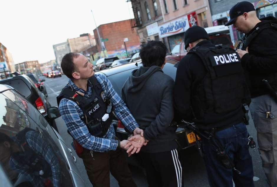 ICE se burla de leyes santuario en Nueva York y envía cartas intimidatorias a indocumentados