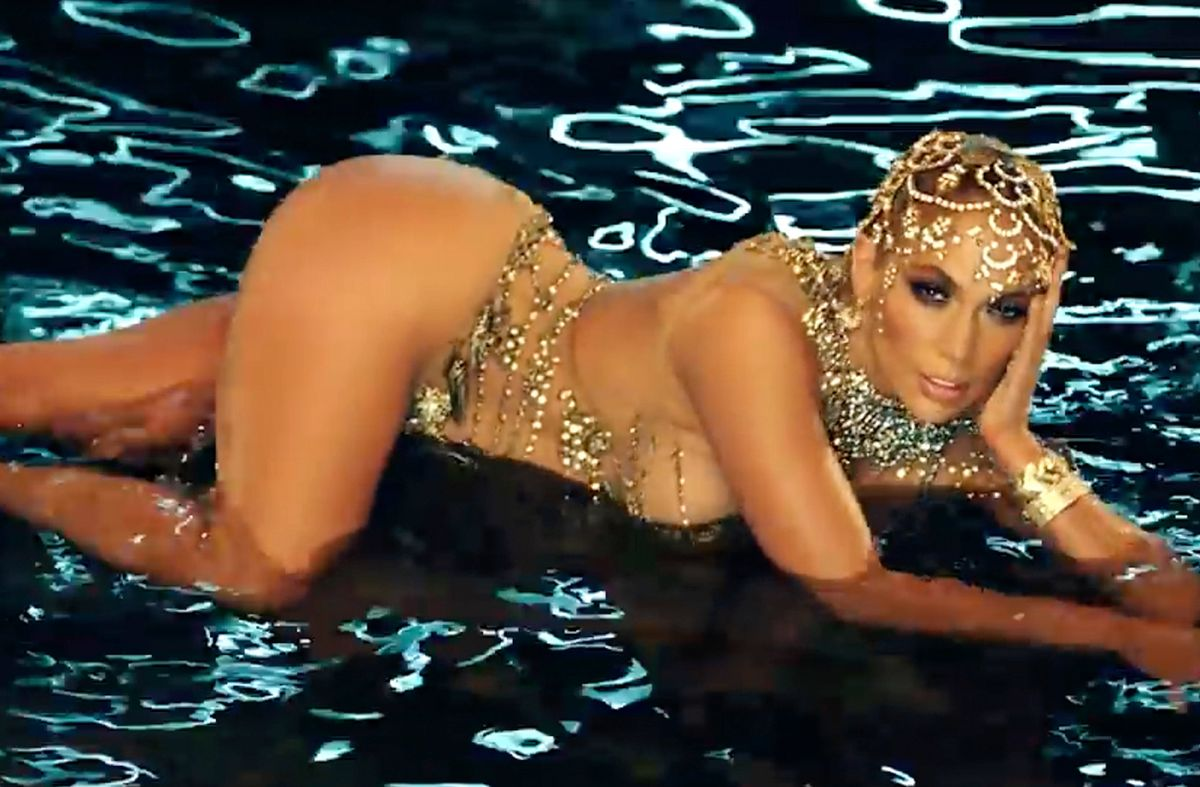 """Jennifer Lopez en el video de """"El Anillo"""""""