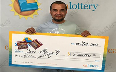 """Latino juega dos veces """"raspaditos"""" de la Lotería de California y ahora es millonario"""