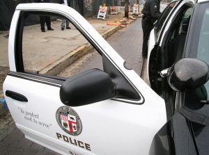 Acusan de robo a un policía de Los Ángeles