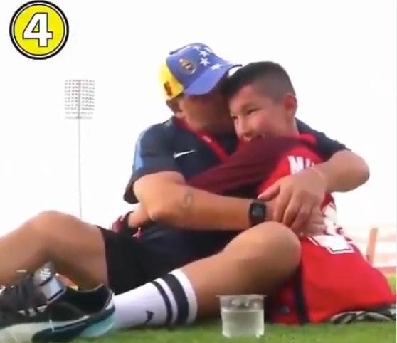VIDEO: Maradona muestra su corazón más tierno con un niño sin piernas