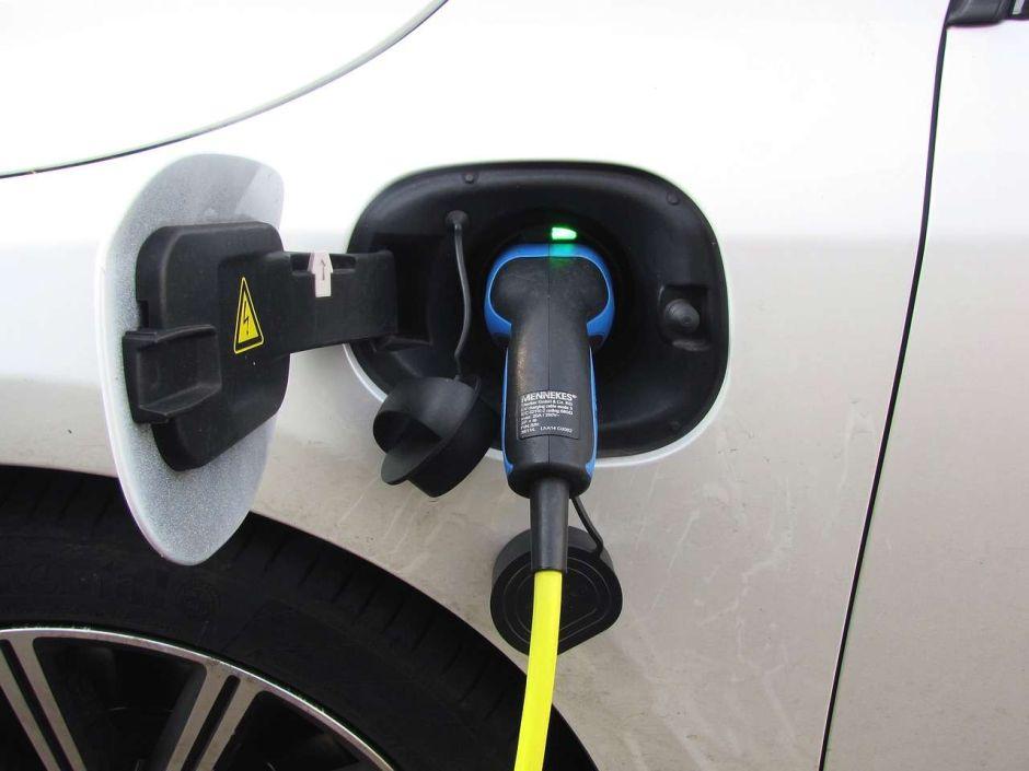 California, Nueva York y otros estados que abogan por ahorrar gasolina