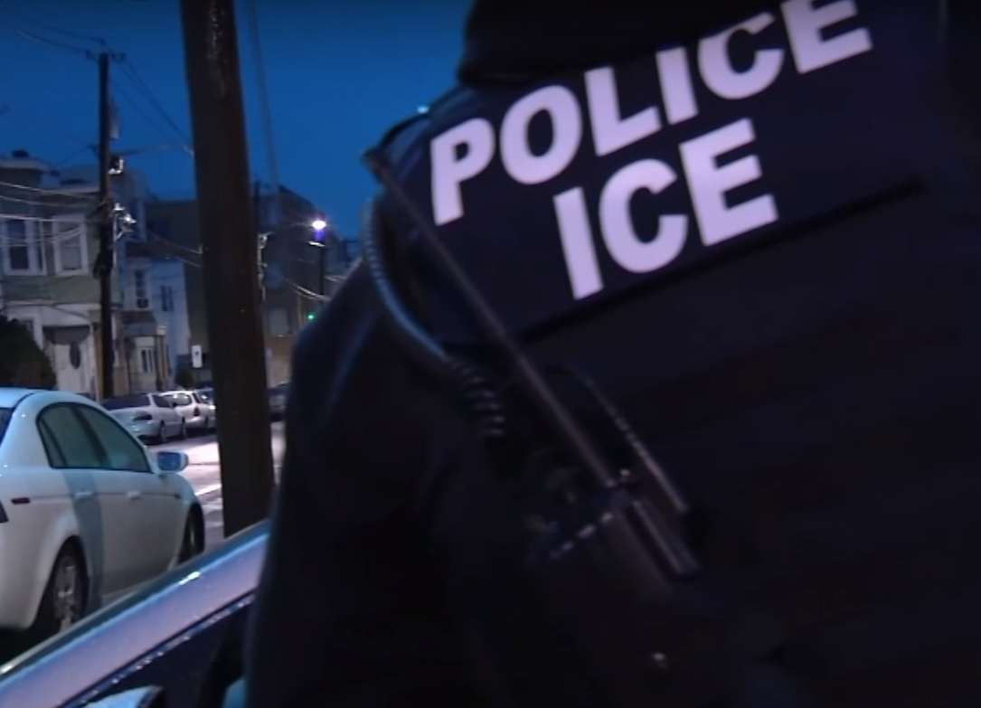 ACLU lanza campaña para ayudar a inmigrantes a enfrentar redadas de ICE
